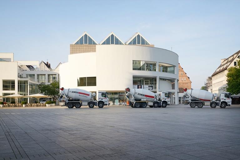 Fahrmischerflotte auf dem Münsterplatz