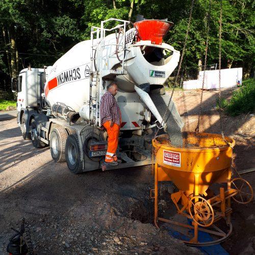 Bild 4: Baulteilbetonage mit Kübelentleerung auf Baustelle