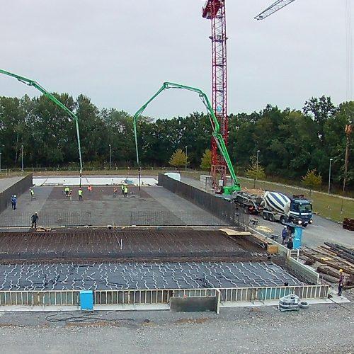 Betonbau der Bodenplattenmit Pumpen